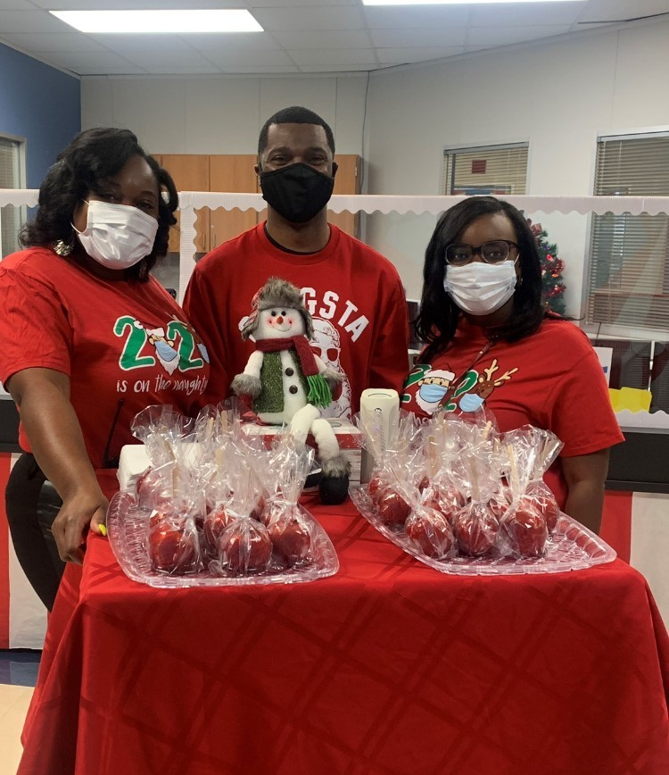 The team at RES surprised our fantastic teacher team with candied apples as a holiday treat!