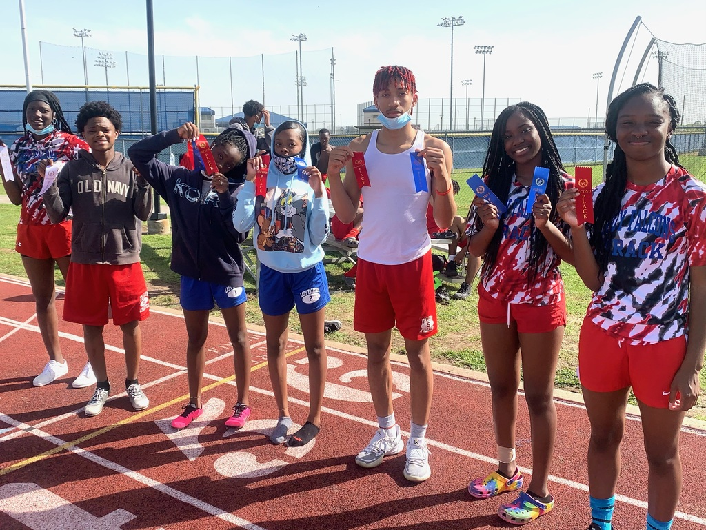 The Royal Relays were held on March 11, 2021 at Falcon Stadium. The Royal Falcons  earned several top 3 places. Take a look at the team overall results and along with a picture of the top competitors. Results: https://5il.co/rc2c Congratulations to all of our Falcon athletes!